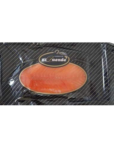 O salmão norueguês fumava uma bandeja de 0,8 kg. laminada. aproximado